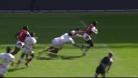 Collins Injera sprinting for the try.