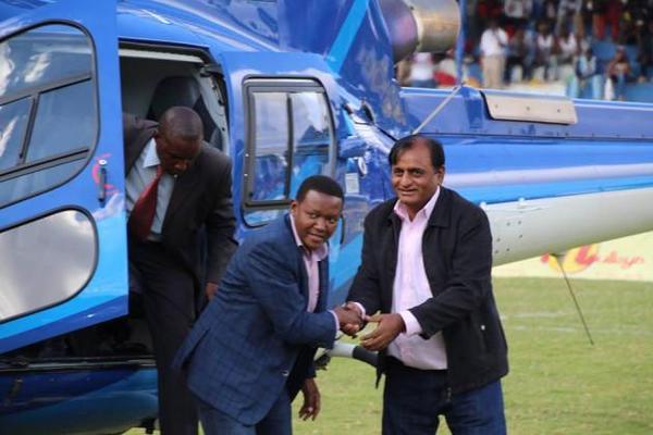 Photo : Dr Alfred Mutua landing at the Kenyatta stadium | Credits @trendingkenya.