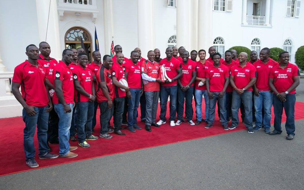 President Uhuru Kenyatta hands Kenya 7s a big token