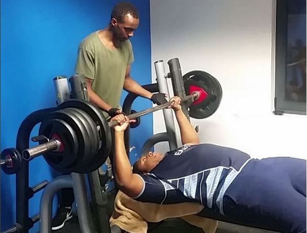 Video : Peter Wakibe 130kgs barbel bench press